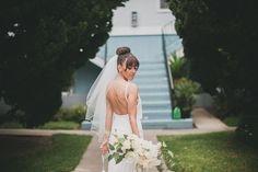 love this bride's ballerina bun