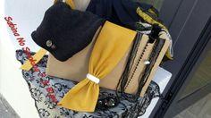 Beretta di mia produzione sciarpa con pizzo sempre fatta da me e abbini cintura gialla do pelle e tanti fili di collane lunghe ....dettagli