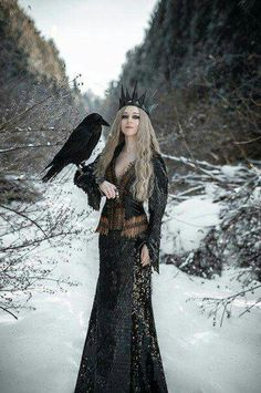 Meanwhile Back in The Dungeon. — the Raven Queen Foto Fantasy, Dark Fantasy, Fantasy Queen, Dark Beauty, Gothic Beauty, Raven Queen, Dark Queen, Queen Costume, Fantasy Photography