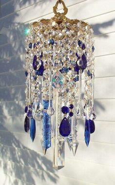 Deepest Blues Vintage Crystal Wind Chime, I would consider this a sun catcher since it's so pretty! Crystal Wind Chimes, Diy Wind Chimes, Glass Wind Chimes, Carillons Diy, Los Dreamcatchers, Suncatchers, Yard Art, Krystal, Glass Art