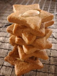 Shortbread with spices and almonds Cheesecake Recipes, Cookie Recipes, Snack Recipes, Dessert Recipes, Biscotti Cookies, Galletas Cookies, Desserts With Biscuits, Homemade Pastries, Cata