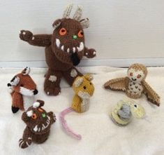 Gruffalo and Friends Finger puppets Knitting pattern by Hennie Puppet Patterns, Knitting Patterns, Crochet Patterns, Knitting Yarn, Baby Knitting, Gruffalo's Child, The Gruffalo, Crochet Fall, Cuddling