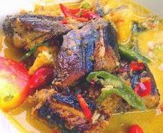 Indonesische Recepten: Mangut ikan: een heerlijk Indonesisch visgerecht in een pittige kokossaus Fish Recipes, Asian Recipes, Ethnic Recipes, Indonesian Food, Tempeh, Filipino Recipes, Fish Dishes, Tandoori Chicken, Seafood