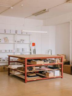 Best Indoor Garden Ideas for 2020 - Modern Garage Art Studio, Art Studio At Home, Art Studio Storage, Studio Interior, Interior Design, Interior Decorating, Rangement Art, Home Art Studios, Art Studio Design
