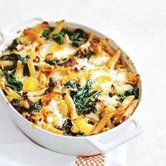 Pasta out of the oven with spinach and egg Vegetarian Eggs, Vegetarian Recipes, Healthy Recipes, Oven Dishes, Tasty Dishes, Pasta Recipes, Dinner Recipes, Law Carb, Risotto