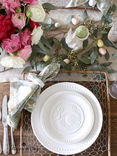 This Easter table setting full of pink ranunculus and sweet bunny plates is perfect for an Easter brunch or dinner, or even a spring dinner party! Cheap Beach Decor, Cheap Home Decor, Hallway Decorating, Entryway Decor, Decorating Ideas, Decor Ideas, Easter Table Settings, Quirky Home Decor, Spring Home Decor