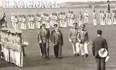 Desfile militar en la llegada del Presidente de los Estados Unidos John Kennedy a Venezuela, y lo recibe el Presidente Rómulo Betancourt. 17 de diciembre de 1961 (FRANCISCO EDMUNDO PÉREZ / ARCHIVO EL NACIONAL)