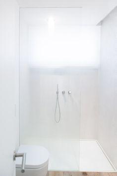 White bathroom by Simone Piva