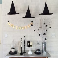 Browse through these Halloween decoration themes to get ready for Fall's favorite holiday. These outdoor / indoor Halloween decorating ideas are to die for! Spooky Halloween, Fairy Halloween Costumes, Easy Halloween Decorations, Halloween Displays, Homemade Halloween, Halloween Birthday, Halloween Party Decor, Halloween House, Holidays Halloween