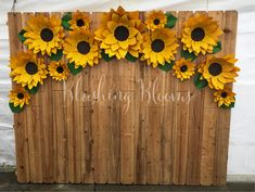 10 Stunning Sunflower Party Design Ideas For Your Wedding Reception Dekoration Sunflower Birthday Parties, Sunflower Party, Sunflower Baby Showers, Sunflower Weddings, Masha Et Mishka, Paper Sunflowers, Growing Sunflowers, Paper Flower Backdrop, Backdrop Ideas