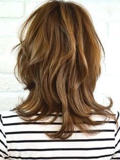 You can take advantage of our beauty ideas. All content about hair designs, nail designs and skin care are here. Haircuts For Medium Hair, Short Bob Hairstyles, Medium Hair Styles, Short Hair Styles, Lob Styling, Hair Arrange, Shoulder Hair, Dress Hairstyles, Layered Hair