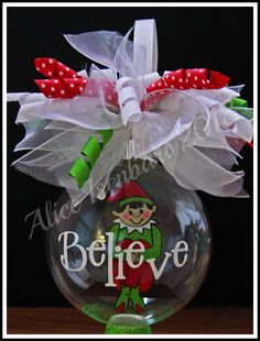 Learn how to create easy and fun Christmas décor ideas for apartments - clear ball ornaments! You can pick most of the s Christmas Vinyl, Christmas Ornaments To Make, Christmas Balls, Homemade Christmas, Christmas Projects, Holiday Crafts, Christmas Holidays, Christmas Decorations, Homemade Ornaments