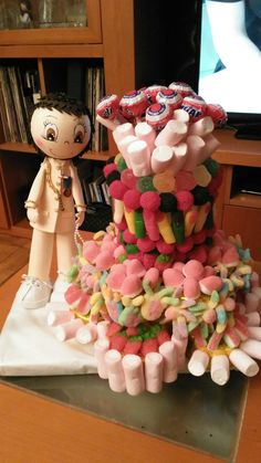 La tarta de Comunion tambien este año  de mi amiga ,ella encargo el muñeco  y aprovechamos un molde de tarta que tenia .
