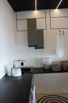 Kodinhoitohuoneen kätevät telineet ripustimet kylpyhuone