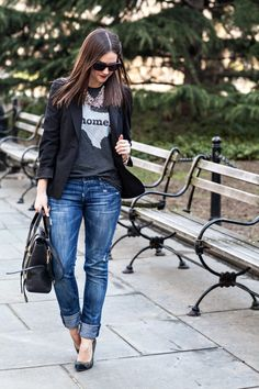 I am a T & jeans kinda girl. I don't usual pair this Texas T with a statement necklace or 👠.