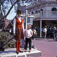 Vintage Disneyland Tour Guide