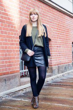 #leatherskirt #modeblogger #germanblogger #leopardmuster #leopard #pattern #botties #samedelman #khaki