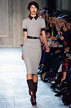 Victoria Beckham Fall 2012 – Vogue---I love the collar detail. Passion For Fashion, Love Fashion, Autumn Fashion, Fashion Outfits, Womens Fashion, Fashion Trends, Fast Fashion, Fashion Ideas, Fashion Inspiration