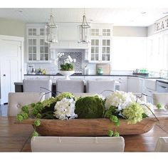 Kitchen Table Centerpiece Bowl Dining Rooms New Ideas Wooden Box Centerpiece, Dining Room Table Centerpieces, Summer Centerpieces, Table Decorations, Centerpiece Ideas, Everyday Table Centerpieces, Dining Table Decor Everyday, Kitchen Island Centerpiece, Table Tray