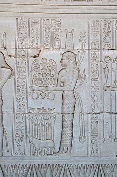 Egypt Exterior of Dendera Temple Una de las paredes del lateral, mas de cerca. ¡Fijaos en el nivel de detalle!
