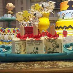 #cookies...#bolo...#pãodemel... #docedecopinho e outras #guloseimas decoradas com o tema #snoopy pela vovó do Victor em festa realizada no #Buffetminiland #MinilandBuffet  Miniland Buffet Infantil em São Paulo, SP