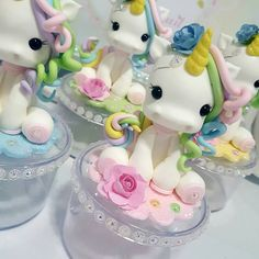 No photo description available. Fondant Cake Toppers, Fondant Cupcakes, Fondant Figures, How To Make A Unicorn Cake, 7th Birthday Cakes, Cake Banner, Unicorn Cake Topper, Biscuit Cake, Ceramic Bisque