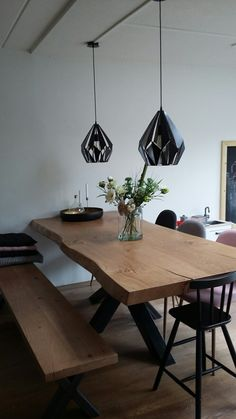 Best Modern Style to Organize Dining Table with Bench. A table with benches provides for flexible seating considering that you can get rid of the furniture Dinning Table With Bench, Diy Dining Room Table, Wooden Dining Tables, Glass Dining Table, Dining Room Design, Wood Table, Dining Area, Trunk Table, Diy Esstisch
