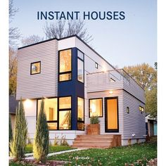 Instant Houses presents in more than 450 photos the wide variety of beautiful prefabricated houses. Modern Small House Design, Small Modern Home, Tiny House Design, Modern Minimalist House, Contemporary House Designs, Small Modern House Exterior, Tiny House Luxury, Duplex House Design, Contemporary Cottage