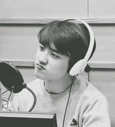 Why is EXO's vocal line so hot? Kyungsoo, Kaisoo, Chanyeol, Cute Bunny Pictures, Korean Drama Stars, Exo Korean, Exo Fan, Do Kyung Soo, Aesthetic Photo