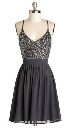 Sequins & chiffon? Yes, please! Great party dress or holiday dress!