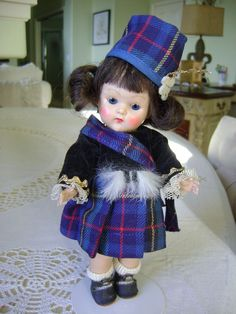VINTAGE 1952 VOGUE STRUNG GINNY SCOTTISH DOLL! COMPLETE AND NEAR MINT!