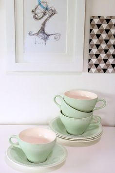 Figgjo Sissel - dette e favoritten, blandet med den blåe og evnt Vintage Tableware, Tea Party, Scandinavian, Tea Cups, How To Memorize Things, Old Things, Joy, Mugs, Retro