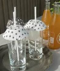 Put cupcake wrappers over your drinks to keep the bugs at bay. summer party food bbq recipes for 13 Genius Picnic Tricks You Need to Know This Summer Bbq Party, Party Drinks, Bbq Drinks, Beach Drinks, Picnic Drinks, Cocktails, Beverages, Summer Picnic, Summer Diy