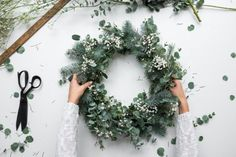 a natural Christmas Wreath - Decoration For Home Natural Christmas, Christmas Mood, Noel Christmas, Christmas Ideas, Christmas Swags, Burlap Christmas, Country Christmas, Christmas Wreaths To Make, Holiday Wreaths