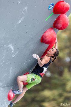 Juliane Wurm Boulder world champion 2014 Rock Climbing Training, Lead Climbing, Indoor Climbing Wall, Climbing Girl, Rock Climbing Gear, Sport Climbing, Climbing Mont Blanc, Bungee Jumping, Extreme Sports