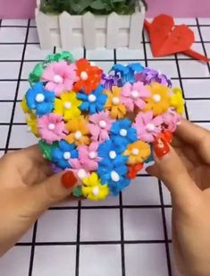 Diy crafts - Creative ideas and importance of paper crafts in art Diy Home Crafts, Diy Arts And Crafts, Cute Crafts, Creative Crafts, Paper Crafts, Paper Flowers Diy, Flower Crafts, Art For Kids, Crafts For Kids