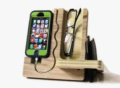 Looks like one dad made. of course this designer is from baton rouge. only a cajun, True cajun Engineering!,,, The Handmade Wood iPhone Dock