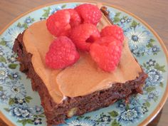 Healthy Chocolate Cake - adapted from Dr. Fuhrman's recipe - via eaturveggies.com