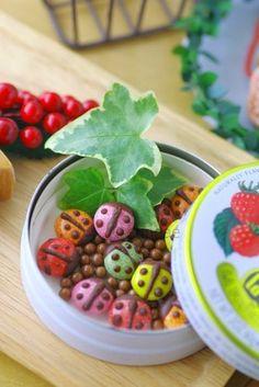 Ladybug chocolates Food Art, A Food, Good Food, Valentines Day Chocolates, Cute Bento, Japanese Food, Japanese Style, Food Themes, Coffee Art