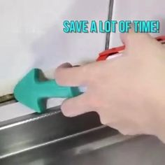 Save a lot of time through smooth the sealant while the sealant coming out Start sealing and caulking tasks with Silicone Caulking Finisher . The nozzles are in different radius to meet your sealing needs. The caulking toolset is easy Diy Home Repair, Workshop Storage, Cool Inventions, Useful Life Hacks, Home Repairs, Diy Home Crafts, Diy Home Improvement, Home Hacks, Cool Tools