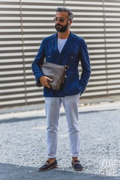 TheTrendSpotter captures the best street style at day three at Pitti Immagine Uomo 88 Spring/Summer Most Stylish Men, Stylish Mens Outfits, Mens Style Guide, Men Style Tips, Cool Street Fashion, Street Style Women, Mens Fashion Blog, Men's Fashion, Fashion Tips