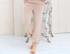 Trousers in sports style - scheme of knitting. Knit Pants on Verena. Crochet Pants, Crochet Wool, Knit Pants, Harem Pants, Khaki Pants, Trousers, Knit Fashion, Sport Fashion, Womens Fashion