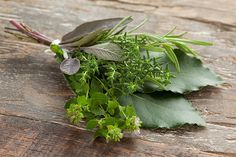 Bouquet garni: The organic chicken soup classic Bouquet Garni, Organic Chicken, Bay Leaves, Homemade Soup, Drying Herbs, Chicken Soup, Herb Garden, No Cook Meals, Parsley