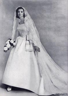 """Mariée : Millie Motts. Vivez toute l'expérience de """"1963"""" à la Rentrée Nocturne de la PLace des Arts... - http://www.rentreenocturne.com - www.facebook.com/RentreeNocturne"""