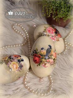 Wielkanocne dekoracje na stół - wydmuszki gęsie Asket Easter Egg Crafts, Easter Projects, Easter Art, Easter Egg Basket, Easter Eggs, Decoupage, Easter Crochet Patterns, Diy Easter Decorations, Egg Designs