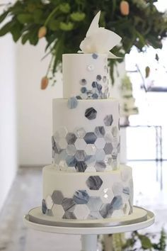 Marble Tiles | Marble Wedding Cakes for a Modern Bride. I am obsessed with these marble wedding cakes. They have been having a moment for a while and brides are thrilled to have a marbled wedding cake for their big day. These outstanding cakes come in just about any shade you like. Check out these insanely beautiful marble wedding cake ideas perfect for the modern bride! #weddings #weddingcakes #marblecakes