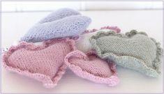 Strikkezonen: Gratis oppskrift på strikket hjerter Delena, Baby Shoes, Winter Hats, Kids, Clothes, Barn, Fashion, Creative, Young Children