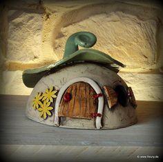 Keramik-Windlicht / Wichtelhaus ©Kreativwerkstatt-Fleury www.fleury.de Fairy Gardens, Houses, Bird, Outdoor Decor, Home Decor, Paper Envelopes, Handarbeit, Creative, Homes