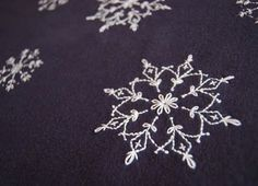 Stitching snow flakes - this would be so cute on dinner napkins! Tutorial: http://www.goodhousekeeping.com/cm/goodhousekeeping/data/1210-embroidered-fleece-blanket-instructions.pdf