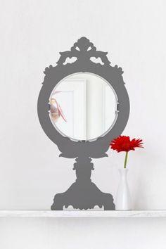 Specchio con dipinto - Attorno allo specchio dipingete una bella cornice, per un effetto originale